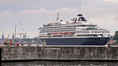 The cruise ship Prinsendam arriving in Stockholm (Franz Airiman) Tags: pir pier finnboda finnbodahamn prinsendam hal hollandamericaline cruiseship kryssningsfartyg stockholm saltsjön sweden scandinavia båt boat ship fartyg