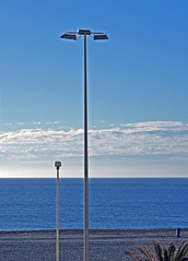 farolas (Luis Mª) Tags: almería roquetasdemar farolas nubes mar mediterráneo playa palmeras marina paisaje