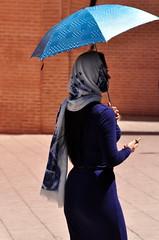 Elegância Muçulmana (fabian.kron) Tags: marrocos morocco marrakech mosque muslim mesquita mulher woman koutoubia azul blue muçulmana
