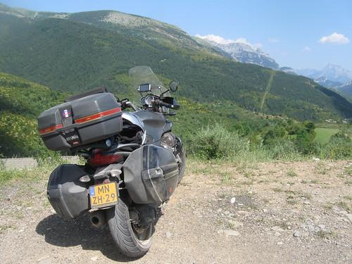 2017-06 Picos en Pyreneeën Guzzi Breva voor bergen