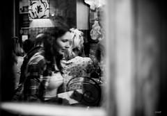 Woman in glass (Ida Di Pasquale (captura65)) Tags: woman glass vetro donna vetrina street