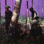 Vietnam War 1967 - Binh sĩ Mỹ ngồi nghỉ sau một trận tấn công của VC thumbnail