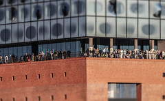 Plaza view (michael_hamburg69) Tags: hamburg germany deutschland hafen harbor hansestadt elbphilharmonie elphi sightseeing people crowd tourists plaza view photowalkmitkatrin