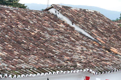 brazil-paraty-roof-tiles-copyright-pura-aventura-thomas-power