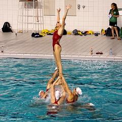 We rise by lifting others (Ineke Klaassen) Tags: synchro synchroonzwemmen synchroonzwemster sincro lizafoppen inekeklaassen synchronschwimmen synchronisedswimming synchronizedswimming taitouinti nataciónsincronizada nataciósincronitzada natationsynchronisée swimming swimmingpool zwemmen zwemsport knzb nk nkcombo nkvrijecombinatie nationals nationalchampionships freecombination warmingup dedolfijn vrijecombinatie 2017 syncro pietervandenhoogenbandzwemstadion eindhoven brabant noordbrabant lift opduw dedolfijnamsterdam athlete athletes sport sports sporten sporter team combo teampower zoomnl square sony sonya6000 sonyalpha ilce sonyilce6000 people 1025fav e55210mm 20faves sportfoto sportsphotography indoorsports 3000views teammates 30faves 2550fav