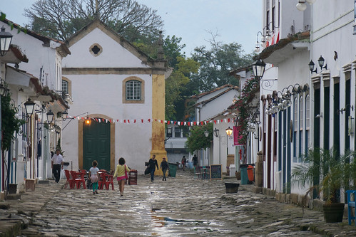 brazil-paraty-long-view-of-chapel-copyright-pura-aventura-thomas-power