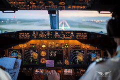 Short Final 25R in Barcelona (gc232) Tags: short final 25r barcelona bcn lebl livefromtheflightdeck live from flight deck golfcharlie232 sigma 35mm f14 art lens bokeh boeing b737 b737ng b737700 b737800 b737900 737 737ng 737700 737800 737900 cockpit avgeek aviation plane airplane airport spotting land landing runway instruments airline pilot flying fly