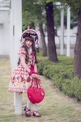 SDF_9641 (SendoFu) Tags: bonnet ボンネット エプロン風スカート blouse bl ブラウス headbow kc カチューシャ bnt 蕾絲 維多利亞 jsk op onepiecedress ワンピース jumperskirt ジャンパースカート nop lolita lolitafashion 蘿莉塔 蘿莉塔時裝 ロリータ・ファッション sweetlolita classicallolita