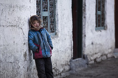 (silvia pasqual) Tags: nepal nepali asia trekking cold people person child children childhood human world soul color colors house documentaries reportage travel traveling travelers photo photography canon photos portrait portraiture