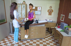 9. Tips for Recovery (Foxy Belle) Tags: barbie made move fashionistas 62 kira mold athlete injury medical hospital doctor littlechap doctors office doll brunette side ponytail petite rebody