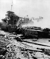 2GM_CHBG153 (PhotosNormandie) Tags: guerremondiale19391945 wwii ww2 bateau battleofnormandy bibliothèquemunicipaledecherbourgoctevillecoriallo nationalarchivesusa lst543 lcil92 omaha calvados france bassenormandie