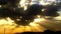 El sonido del sol..!!   The sound of the sun..!! (Olynbe) Tags: puestadesol nubes sol cielo atardecer rayosdesol olynbe