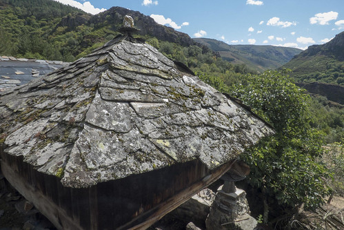spain-asturias-oscos-acoba-barn-on-stills-horreo