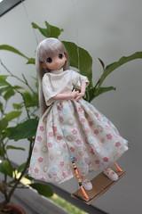 Girls just want to have fun!!! (Ninotpetrificat) Tags: mamachapp mamachapptoy cute kawaii obitsu doll japantoys japandoll muñeca dollclothes handmade happy columpio toys puppe fantasy gray