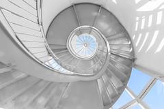 Auf zum Himmel (tan.ja1212) Tags: treppe staircase stairway treppenhaus himmel sky gedreht twisted geländer railing