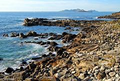 Costa pedregosa (Franco D´Albao) Tags: francodalbao dalbao nikond60 coast sea ocean water mar montedoboi bayona galicia islascíes rocas rocks piedras stones batiente ríadevigo