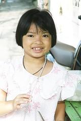 pretty girl (the foreign photographer - ฝรั่งถ่) Tags: pretty girl child pink teeth khlong thanon portraits bangkhen bangkok thailand canon kiss