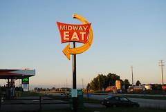 Midway Restaurant, Random Lake Wisconsin (Cragin Spring) Tags: wisconsin wi midwest unitedstates usa unitedstatesofamerica eat arrow arrowsign sign vintagesign vintage oldsign neon neonsign restaurant randomlake randomlakewi randomlakewisconsin road morning rural midwayrestaurant