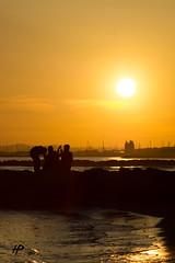 Convivialité LaGrandeMotteEnDeuxPoidsDeuxMeusures (hybrid.photographer) Tags: europe france grandemotte lagrandemotte languedocroussillon mediterraneansea merméditerranée colors coloré coucherdesoleil couleurs orange soleil sun sunset