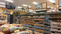 Bread and rolls, front and center (Retail Retell) Tags: kroger former albertsons tupelo ms retail store old acme theme park grocery palace décor west main street remodel 2012 bountiful lee county