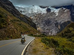 After the long climb up Punta Olimpica pass we finally start our descent toward Chacas with amazing glacier views.