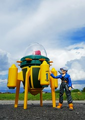 S.H.Figuarts Future Trunks with his Time Machine (Delvise Ngeaw) Tags: trunks dbz bandai