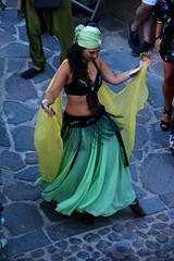 Bailarina I (cogozalez1) Tags: españa españaenafrica feria fotografía melilla nortedeafrica spain 2017 mercado mercadomedieval mercadorenacentista espectaculo baile bailarina danza dancer dance danzadelvientre amarillo callejeo belleza beauty arab arabe
