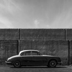 Jaguar (Julio López Saguar) Tags: juliolópezsaguar coche car automóvil blancoynegro blackandwhite película film hasselblad puertorico islascanarias españa spain muro wall jaguar canary islands