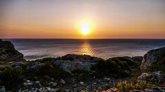 Pour qu'un nouveau jour se lève... (Fred&rique) Tags: lumixfz1000 raw hdr photoshop paysage nature ciel soleil lever aude aube mer falaises horizon