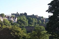 Edimbourg - Château, vu depuis Waverley (Sandrine Ducros) Tags: édimbourg écosse edinburgh scotland castle château