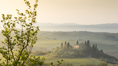 A9905730_s (AndiP66) Tags: villabelvedere villa belvedere sanquiricodorcia sanquirico dorcia sonnenaufgang sunrise nebel dunst fog mist sonne sun morgen morning april spring frühling 2017 sony alpha sonyalpha 99markii 99ii 99m2 a99ii ilca99m2 slta99ii amount andreaspeters sigma sigma24105mmf4dghsmart sigma24105mm 24105mm art