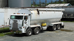 Clearbrook Grain & Milling (West Coast Motorhead) Tags: truck rig semi cabover freightliner