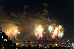 4th of July 2017 Macy's Fireworks-82 (Diacritical) Tags: brooklyn nycmacys nikond4 pattern 70200mmf28 30secatf71 july42017 85112pm f71 230mm 4thofjuly fireworks macysfireworks nyc night skyline