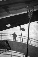 Self shadow (Vanvan_fr) Tags: monochrome bw blackandwhite noiretblanc nb ombre shadow selfshadow bitume lampadaire asphalt streetlamp streetlight béton concrete urban urbain ville city tours tourscity light birdseyeview france photo nikon nikondf df 50mm nikkor50mm18g lines