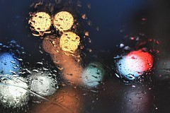 * (PattyK.) Tags: night colours colourful rain raindrops rainyweather window ioannina epirus greece grecia griechenland hellas ellada inmycar nikond3100 snapseed ιωάννινα γιάννενα βροχή βροχερήνύχτα χρώματα σταγόνεσ rainynight europe dark