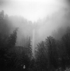 Multnomah Falls, partially obscured (Zeb Andrews) Tags: multnomahfalls holga120fn holga mediumformat kodaktrix oregon landscape filmphotography blackwhite waterfall columbiarivergorge pacificnorthwest winter snow zaahphoto nature outdoors filmisnotdead film