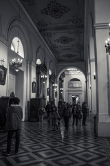 Interior (Oxkar G) Tags: canon t3 chile santiago calle exterior city ciudad lente manual blaconegro blanco negro noir blanc blackwhite monocromo gente 1855 kit iglesia