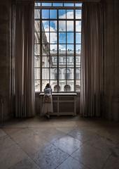 La ventana de Palacio (chuscordeiro) Tags: palacioreal ventana luz contraluz madrid españa turismo patrimonionacional canon1dxmarkii 1635f4 color reflejo mirada vista urbana light colour inside interior