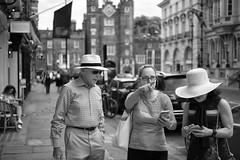 Forwards! (Foto John) Tags: leicam leicam240 leica leicamtyp240 rangefinder summicronm50mmƒ2iv blackwhite blackandwhite blackandwhitethatsright monochrome streetphotography people man women candid hat street photography london uk stjamespalace hats