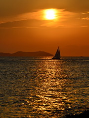 Romantic Moments in Ibiza (gerard eder) Tags: world travel reise viajes europa europe españa spain spanien baleares ibiza beach strand playa landscape landschaft paisajes natur nature naturaleza sea wasser water outdoor cafedelmar sunset puestadesol sonnenuntergang sailing goldenhour