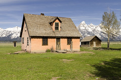 Mormon Row (rschnaible) Tags: grand teton national park us usa west western landscape building architecture sightseeing rugged mountains wyoming old history historic mormon row farm farming ranch ranching