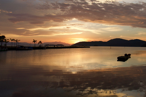 brazil-paraty-bay-at-sunrise-copyright-pura-aventura-thomas-power