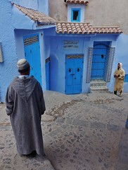 Chefchaouen street encounter (SM Tham) Tags: africa morocco rifmountains chefchaouen thebluecity thebluepearl streetscene street buildings doors entrances cobblestones men people traditionaldress djellaba skullcap outdoors