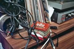 Tšai davai (R5K) Tags: film 35mm analog teatime tea music colour vintage soviet melomaan nõukaretro teetund muusika vinyl red teabox stashbox amp tee tšai tsai davai fuji superia ricoh