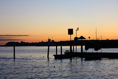 Seglerhafen 2 (Von Noorden her) Tags: sundown sonnenuntergang water wasser sea pond binnenwasser neustadt holstein boat boot boote wolken cloud clouds wolke schatten shadows night nacht abend evening sails segelboot ostsee