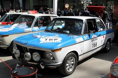 #166 BMW 2002 1973 (seb !!!) Tags: 2017 auto automobile automovel automovil automobil coupé coach canon 1100d cars course sportive anciennes ancienne old oldtimers populaire paris seb france voiture wagen car tour optic 2000 grand palais allemande allemand deutschland german germany deutsch race racing competition photo picture foto image bild imagen imagem blanc blanche white blanco branco bianco weiss capot capô cappuccio capucha hood abzugshaube bleu blau blue azul blu classique classic klassic