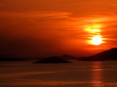 Sunset at the Kornati islands (Corine Bliek) Tags: zonsondergangen zon rood water zee sea red island eiland nature natuur landscape landschap croatia kroatië