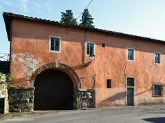 Rustic red-brown House  DSC_4277 (Chris Maroulakis) Tags: lucca walls tuscany red rustic brown nikond7000 nikkor1224 chris maroulakis italia 2017