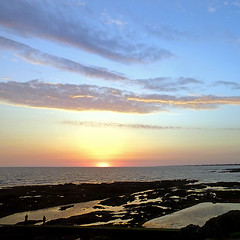 Sion-sur-l'Océan, Vendée, France (pom.angers) Tags: panasonicdmctz30 july 2017 sainthilairederiez lessablesdolonne vendée 85 paysdelaloire france europeanunion sunset coastline côtedelumière sea sionsurlocéan sky clouds paysdesaintgillescroixdevie 100 150