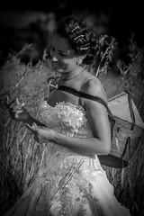 la mariée Ethiopie, Bride Ethiopia (ichauvel) Tags: mariée bride femme woman portrait exterieur outside jour day voyage travel ethiopie ethiopia afrique africa afriquedelest eastafrica noiretblanc expression sourire smile portraiture champs field